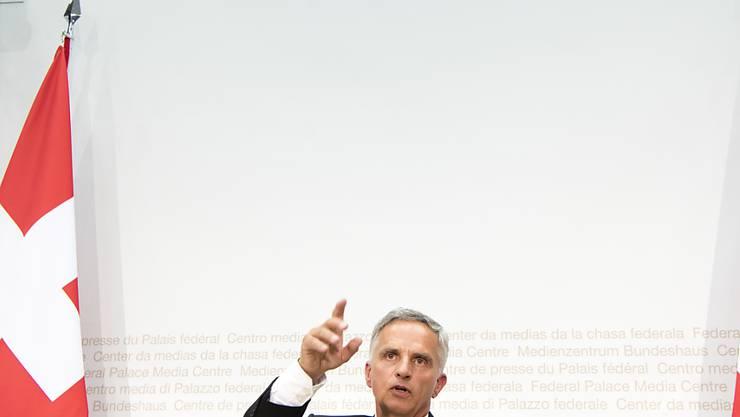 Noch hat der Bundesrat nicht entschieden, wie es in der Europapolitik weitergeht. Der bisherige Steuermann, Aussenminister Didier Burkhalter, tritt Ende Oktober zurück. (Archivbild)
