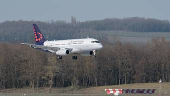 Eine Sukhoi Superjet 100-95 am Euro-Airport in Basel