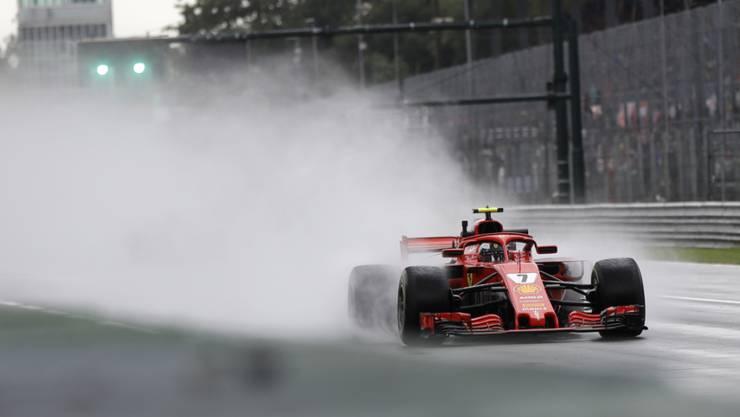 """Regen, Regen, Regen: Kimi Räikkönen """"schwimmt"""" mit seinem Ferrari über die Monza-Strecke"""