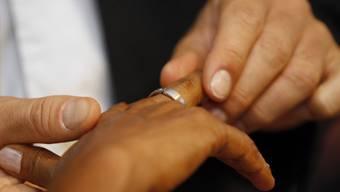 In der Schweiz dürfen auch Sans-Papier heiraten (Symbolbild)