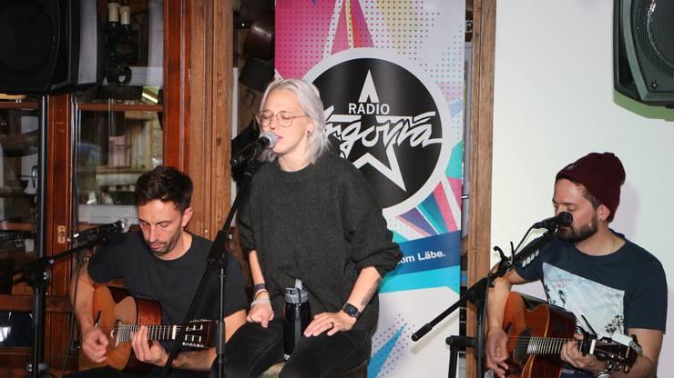 Mit viel Leidenschaft trug uns Stefanie ihre neuen Songs vor.
