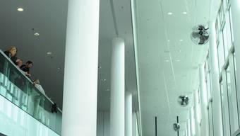Roman Signers Installation besteht asu vier Ventilatoren-Paaren.