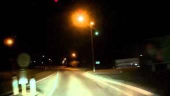 Auto-Kamera filmt Meteorit.
