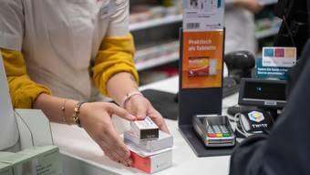 Apotheker verdienen vor allem beim Verkauf teurer Medikamente Geld.