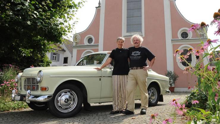 Katrin und Arnold Lienhart brechen mit ihrem Volvo 121 Amazon auf in Richtung Norden. Angelo Zambelli