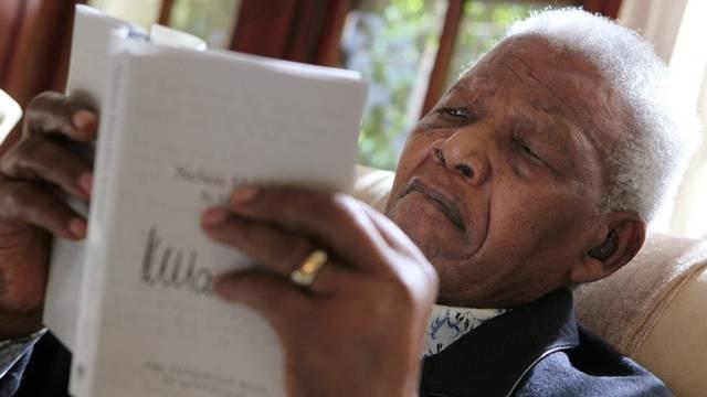 Nelson Mandela liegt im Spital (Archiv)