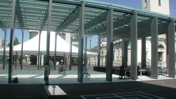 Dietiker Markthalle zwei Tage vor der offiziellen Eröffnung des Kirchplatzes 2006.