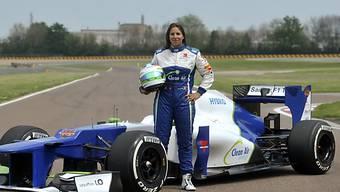 Simona De Silvestro posiert mit dem Sauber F1 2012