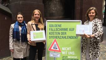 Die GLP Basel-Stadt bei der Übergabe der Initiative gegen zu lange ausbezahltes Ruhegehalt