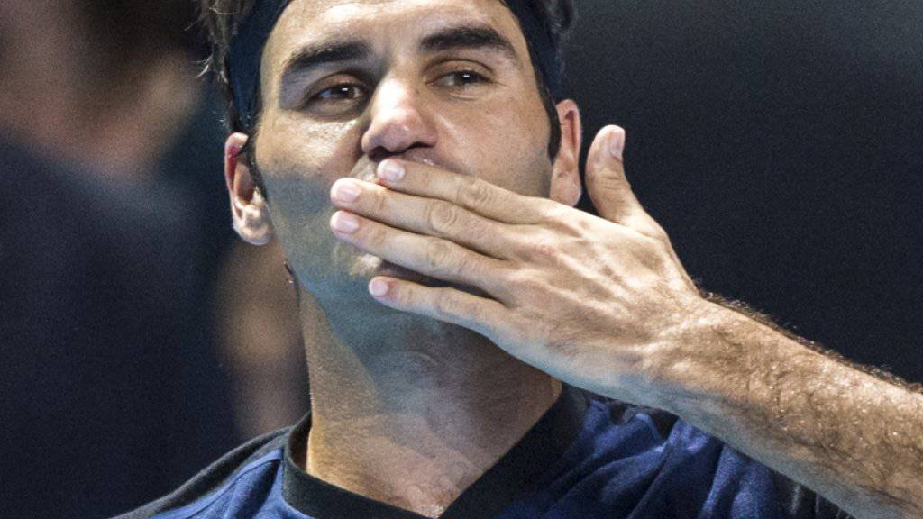 Küsschen an die Fans: Roger Federer bedankt sich beim Publikum