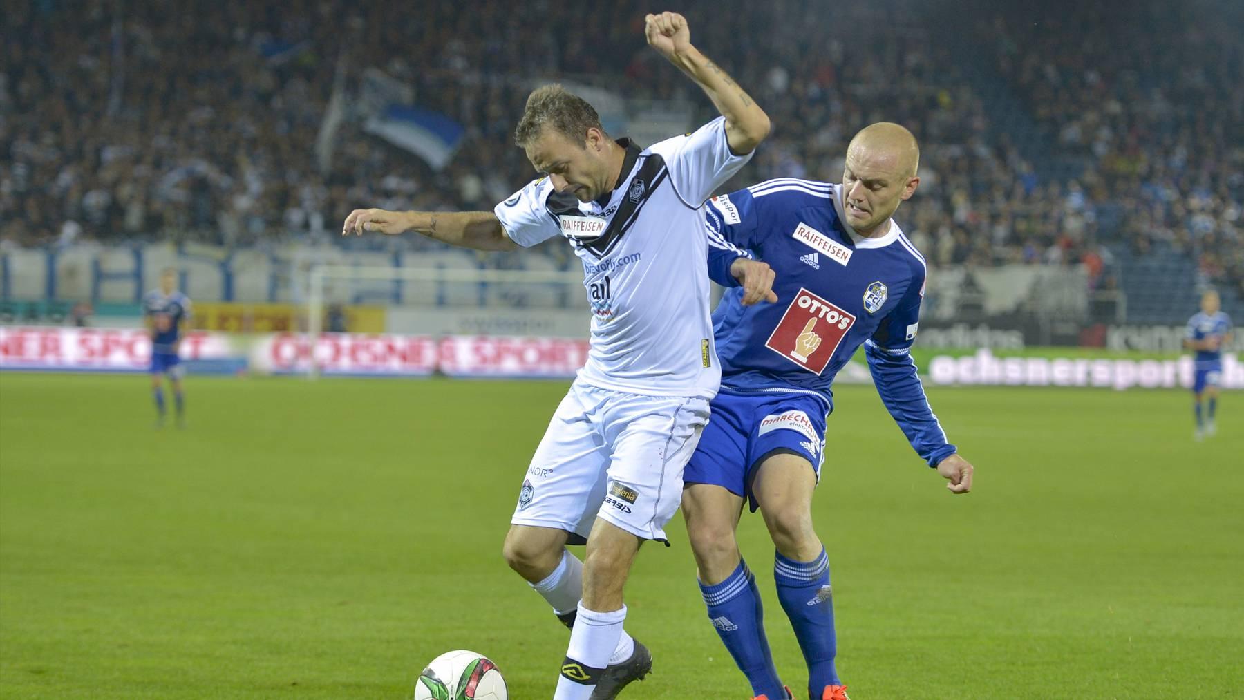 Luzerns Marco Schneuwly gegen Goran Jozinovic (FC Lugano, links).