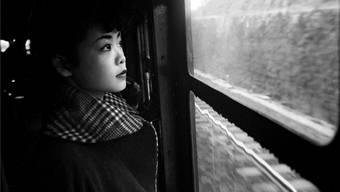 Tokyo, 1951: Michiko auf dem Weg in die Stadt.Werner Bischof/Magnum Photos