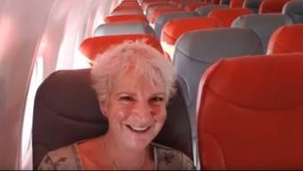 Karon Grieve allein im grossen Flugzeug.