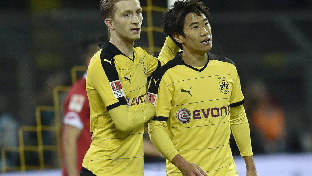 Marco Reus (links) und Shinji Kagawa schiessen Borussia Dortmund beimi 2:0 gegen Mainz zum Sieg