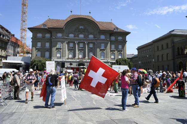 Sie demonstrieren auf dem Bundesplatz.