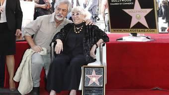 """Späte Ehrung in Hollywood: Die 91-jährige Regisseurin Lina Wertmüller ist mit einem Stern auf dem berühmten """"Walk of Fame"""" ausgezeichnet worden."""