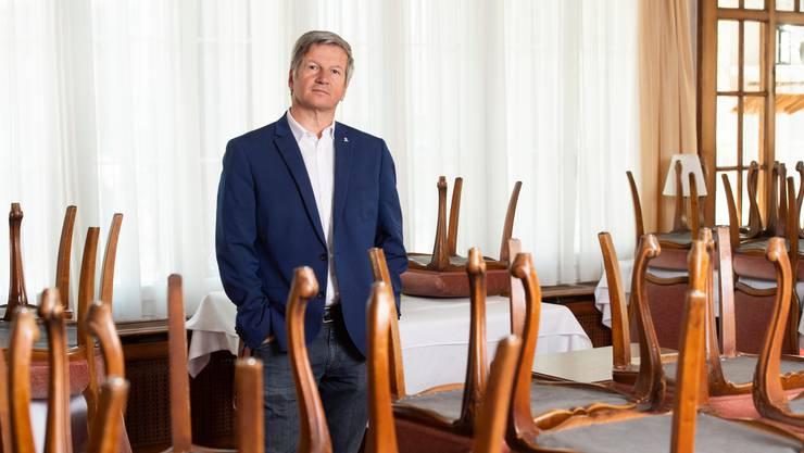 Bruno Lustenberger, Gastro-Aargau-Präsident, sieht angesichts der neuen möglichen Sperrstunde schwarz für die Aargauer Gastronomen.