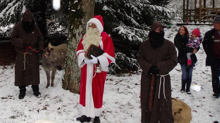 Der Samichlaus, die Schmutzlis und das Eseli wurden von den Kindern überrascht.