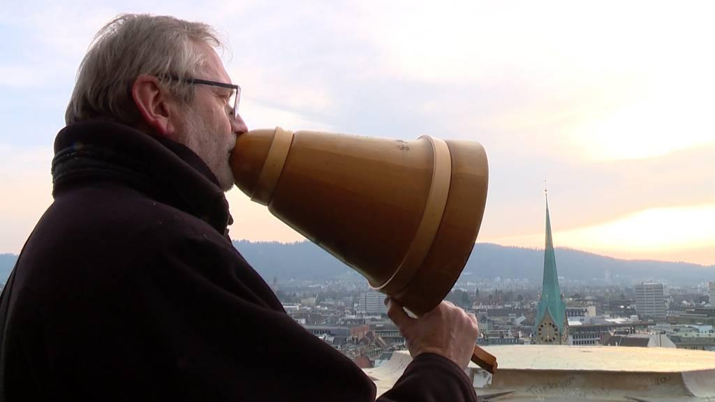 Grossmünster-Pfarrer segnet Zürich