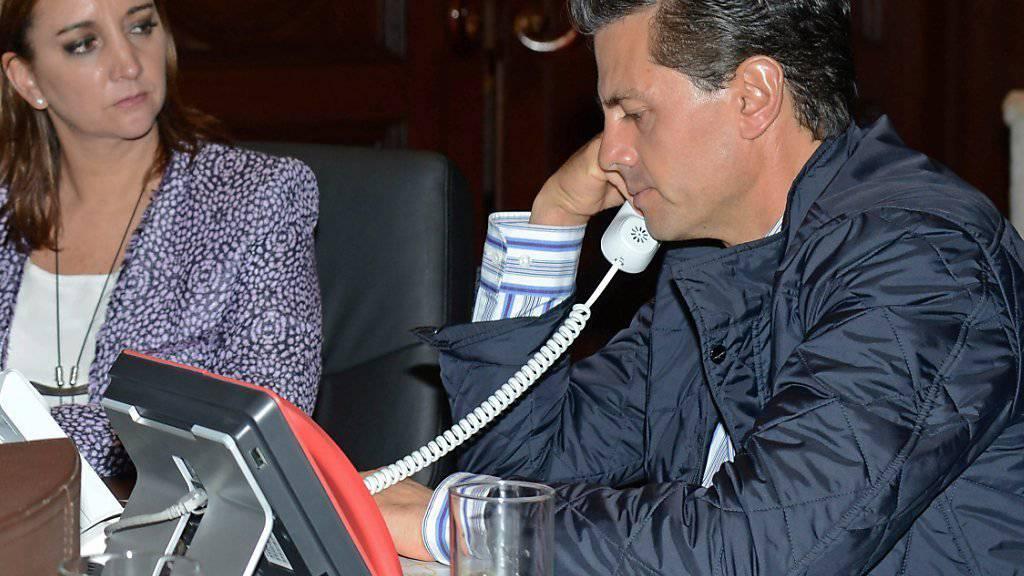 Der mexikanische Präsident Enrique Peña Nieto und die mexikanische Aussenministerin Claudia Ruiz Massieu koordinieren die Hilfe für die in Ägypten verletzten mexikanischen Touristen. (Handout-Foto)