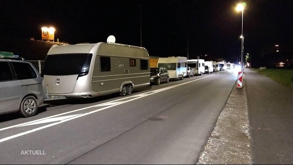 Strasse blockiert: Fahrende besetzen Parkplatz in Zuchwil