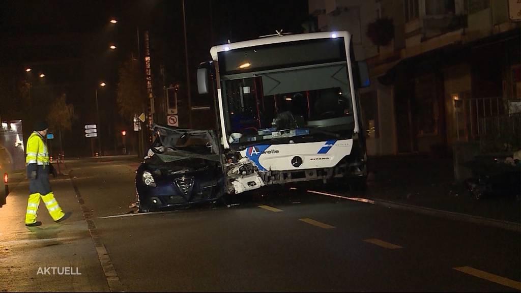 Crash mit Bus kommt PW-Lenker teuer zu stehen