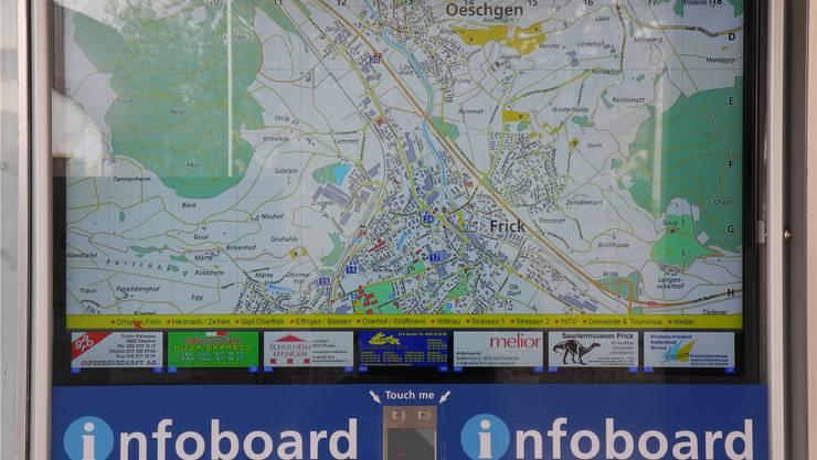 Direkt beim Gemeindehaus steht in Frick das neue Infoboard. mf