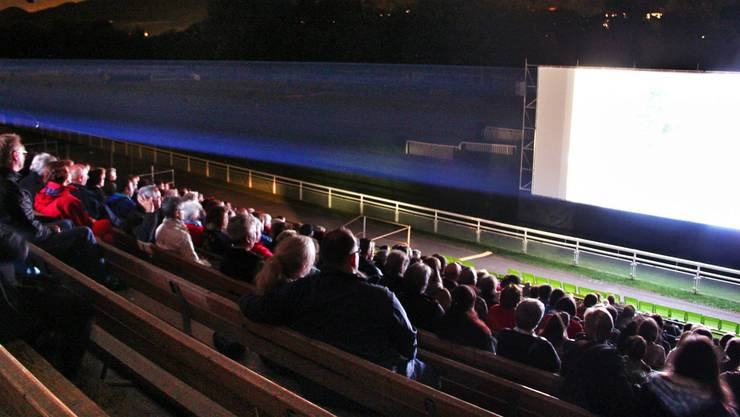 Nicht alle Openair-Kinos sind abgesagt: Das Coop Open Air Cinema auf der Pferderennbahn in Aarau findet vom 16. Juni bis 31. August statt.