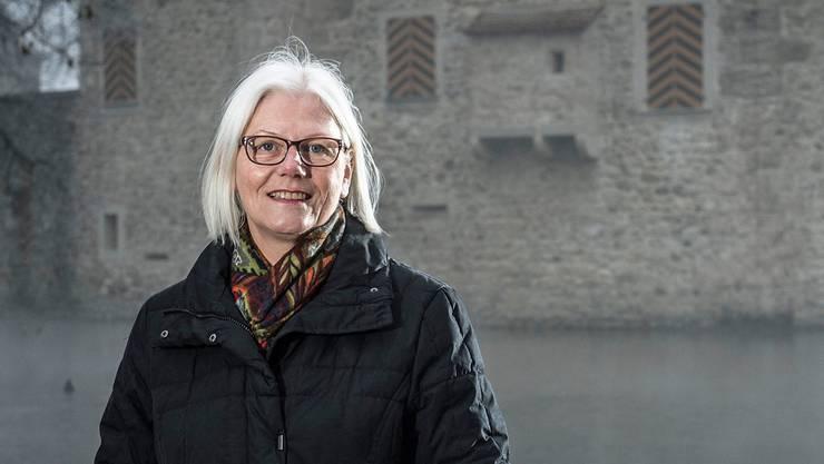 Die Ende Jahr aus dem Amt scheidende Frau Gemeindeammann Nelli Ulmi vor dem Schloss Hallwyl in Seengen. Annika Bütschi