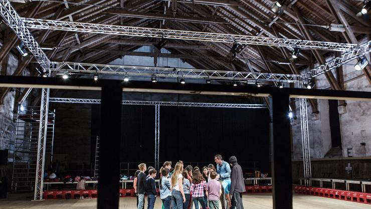 Die Kinder von «Play Back» proben für die Premiere kommenden Donnerstag in der Alten Reithalle.