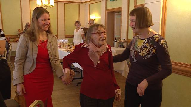 Stapi besucht Primarlehrerin nach 45 Jahren am Geburtstagsfest