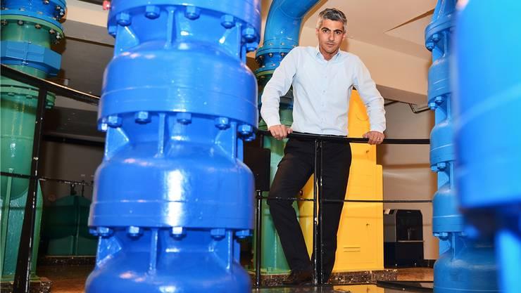 «Dem Grundwasserspiegel geht es bestens», sagt Gian von Planta von der SWL Energie AG, hier im Niederlenzer Grundwasser-Pumpwerk Hard II.