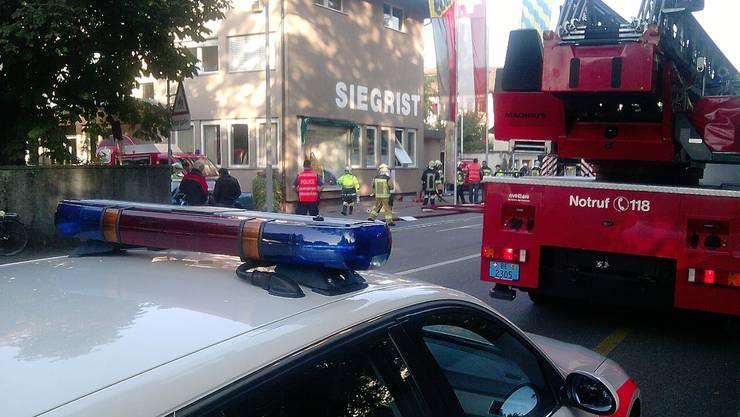 Die Feuerwehr auf dem Weg in die Aarwangerstrasse.