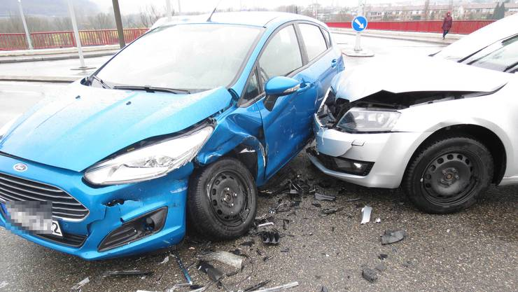 Der Skoda-Fahrer übersah die rote Ampel. In der Folge prallte er gegen einen Ford.