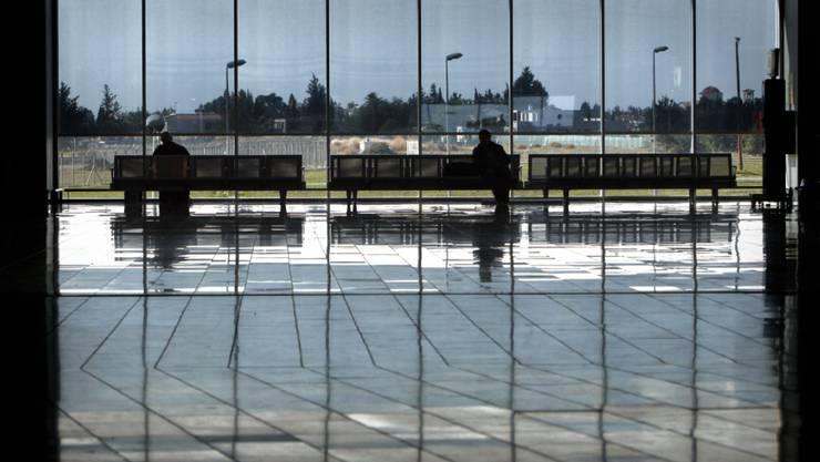 Wartehalle am Flughafen Larnaca: Für sechs junge Franzosen, die aus Basel nach Zypern flogen, war der Flughafen am Samstag Endstation. Wegen vermuteter Verbindungen mit islamistischen Organisationen wurden sie an der Einreise gehindert und sollen zurückgeschickt werden. (Archivbild)