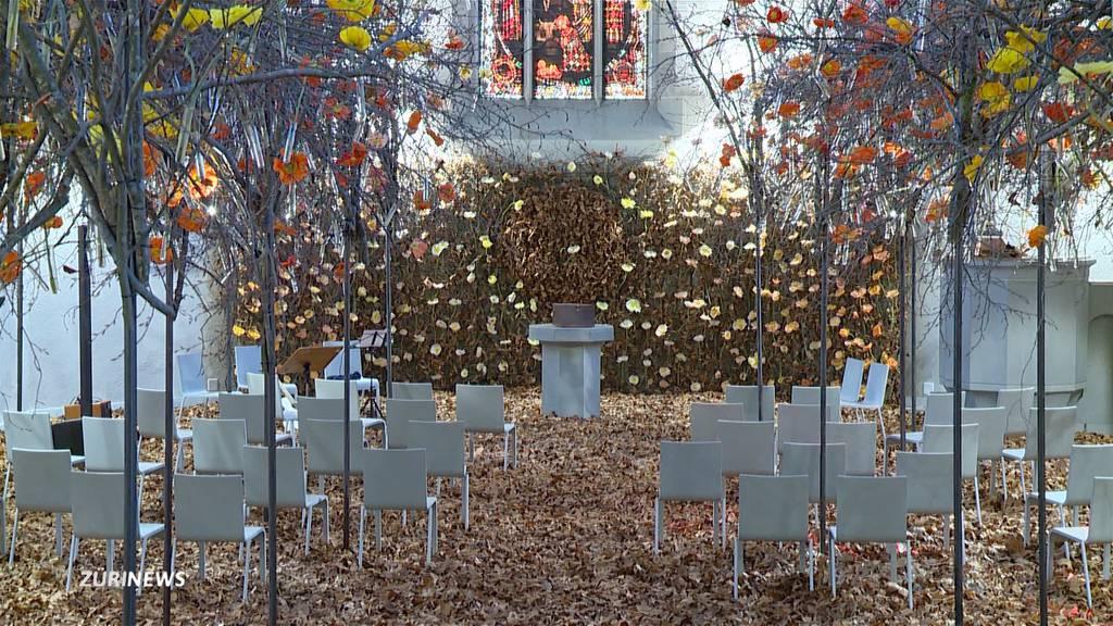 Wasserkirche erstrahlt in riesigem Blumendekor