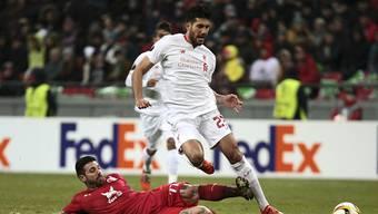 Kasans Georgiew bei einem harten Tackling gegen Liverpools Emre Can