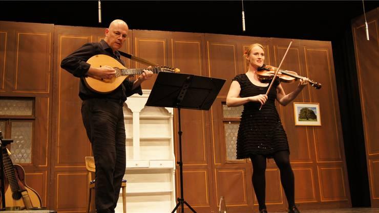 Geigenstücke und Ländler: Das Duo Wey & Greuter spielte traditionelle Schweizer Lieder.