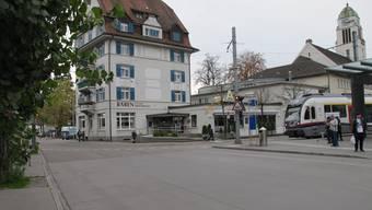 Höchst Umstritten: Die geplante Streckenführung der am Bahnhof Dietikon.