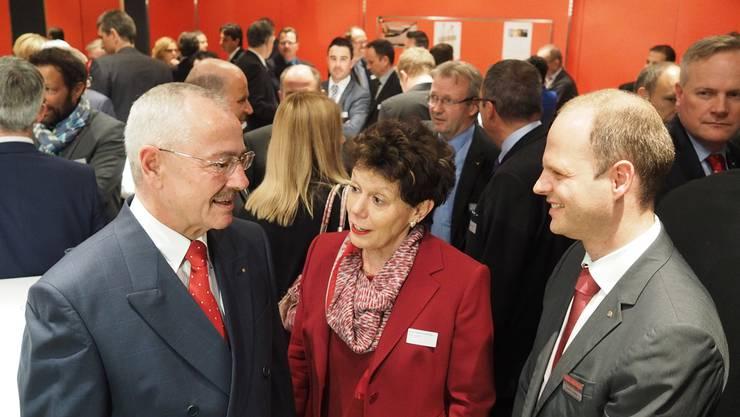 Unter «Handelskämmerern» (von links): Präsident Hans Kuhn (Geschäftsleiter Migros-Verteilbetrieb Neuendorf), Regierungsrätin Esther Gassler (frühere Präsidentin), Direktor Daniel Probst.