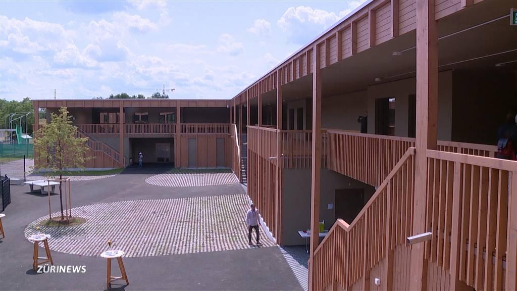 Neues Bundesasylzentrum in Embrach ist eröffnet
