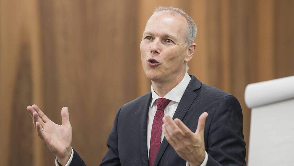 KOF-Direktor Jan-Egbert Sturm spricht an einer Medienkonferenz: Sein Institut hat eine Befragung zur Konjunktur durchgeführt (Archivbild).