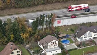 Wohnhäuser neben der Autobahn im Kanton Solothurn (Symbolbild)