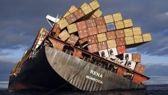 Der havarierte Frachter Rena im Oktober 2011