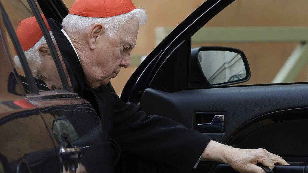 Bernard Law in einer Aufnahme aus dem Jahr 2013. Der US-Kardinal hatte im Zuge eines 2002 ans Licht gekommenen Missbrauchsskandals zugegeben, einen pädophilen Priester gedeckt zu haben. (Archiv)