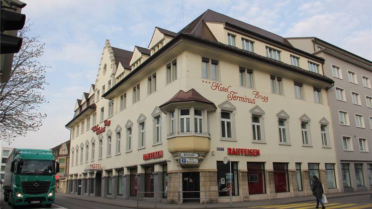 Die Raiffeisenbanken der Region Baden-Brugg (Filiale in Brugg) weisen solide Zahlen vor.cm