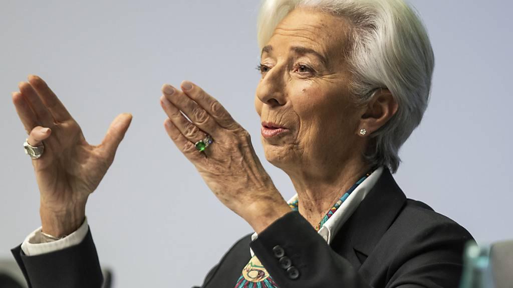 Die Euro-Wächter um EZB-Chefin Christine Lagarde drosseln das Tempo bei den Notfallhilfen für die Wirtschaft. (Archivbild)