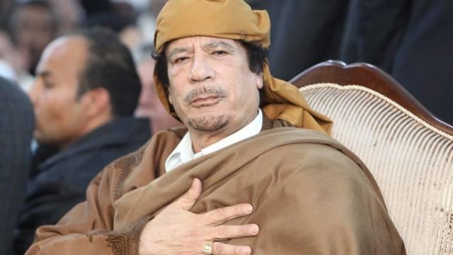 Die Demonstranten fordern auch den Rücktritt von Staatschef Muammar Gaddafi (Archiv)