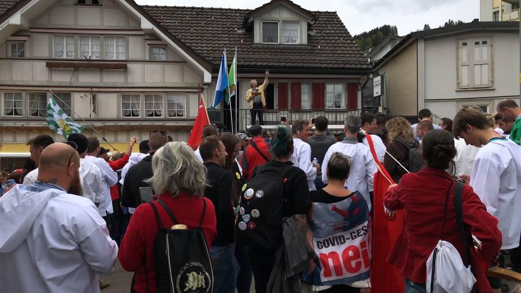 Urnäsch (AR): Mehrere hundert Personen bei unbewilligter Corona-Demo