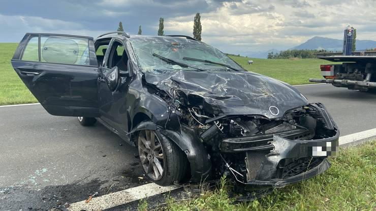 Das demolierte Auto zeugt von der Wucht des Unfalls.